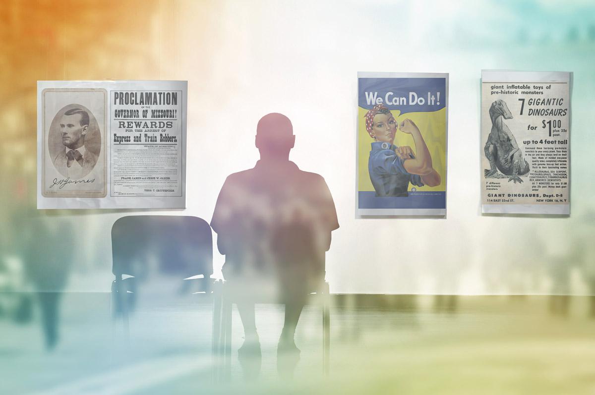 mann sitter å ser på historiske plakater. Historiske skikkelser sees på et overliggende frame.